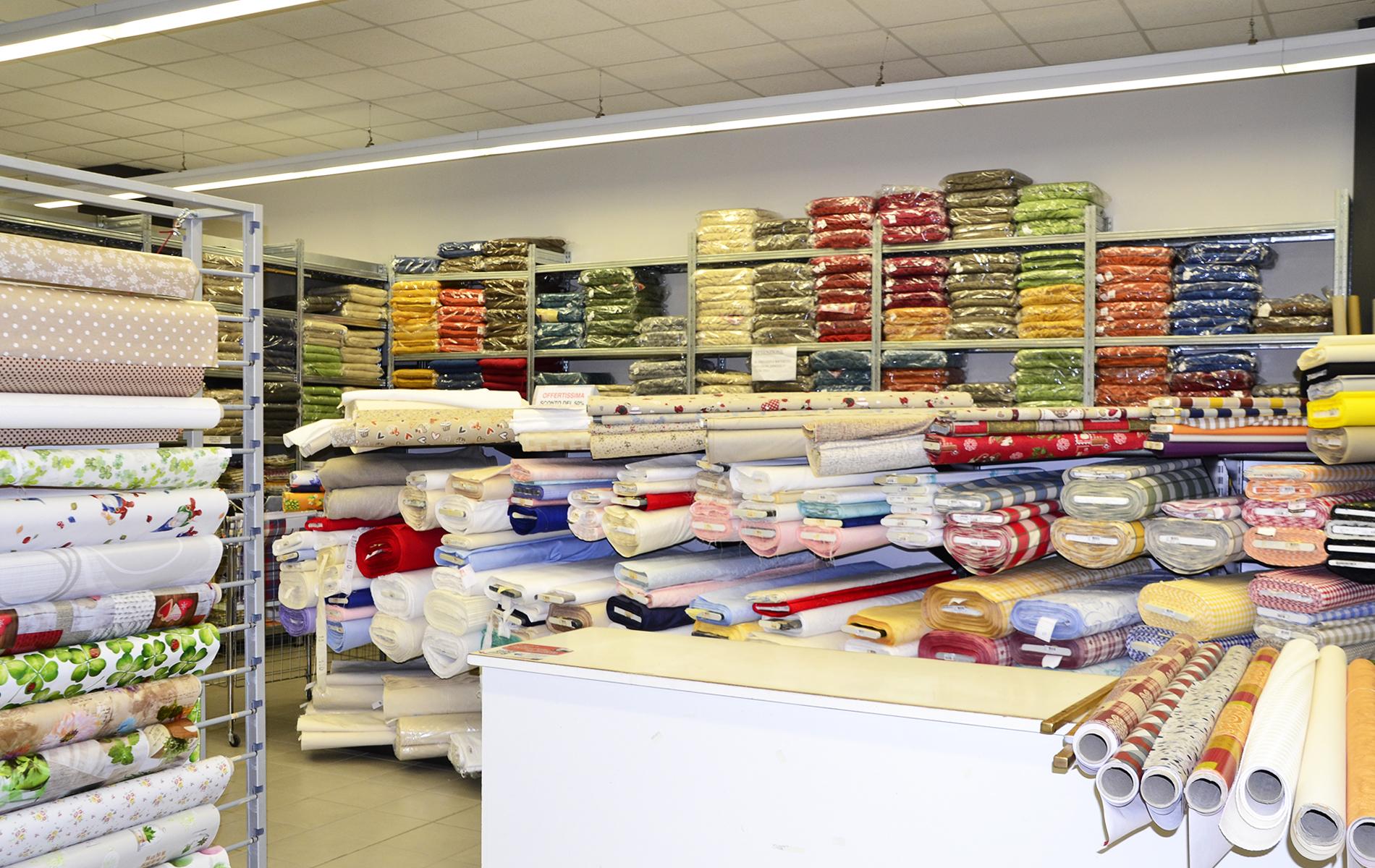 negozio di tende tendaggi e tessuti per la casa a metraggio